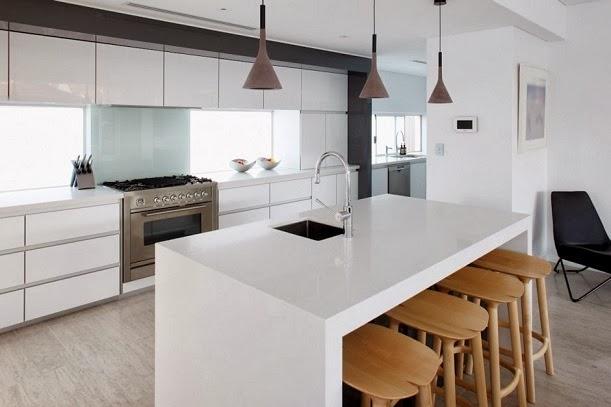 Avustralya'da siyah-beyaz bir ev